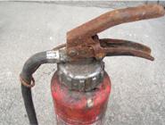 消火器(あばた状の腐食)